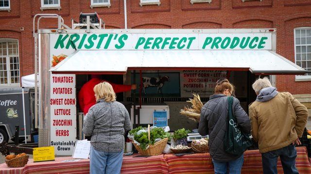 Farmers-Market-6-small.jpg